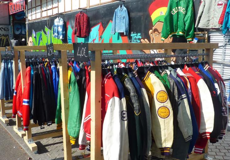 les vêtements aux puces de Saint-Ouen