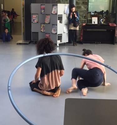 Johanna FAYE (danse) et Younes SAJID (roue cyr)