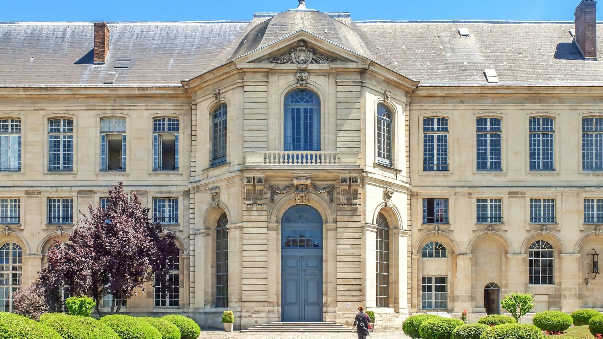 Casa de educación de la Legión de Honor en Saint-Denis -  llanura oficina de turismo de parís grand paris