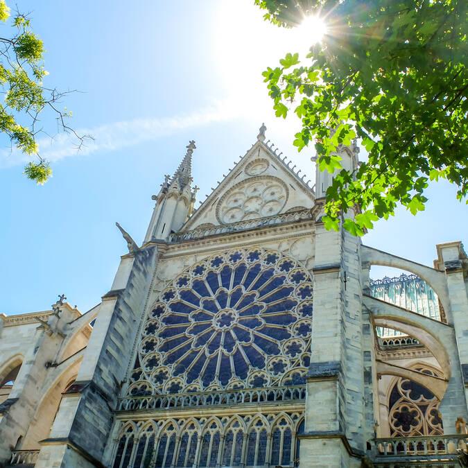 Façade de la basilique de Saint-Denis - © Mary Quince